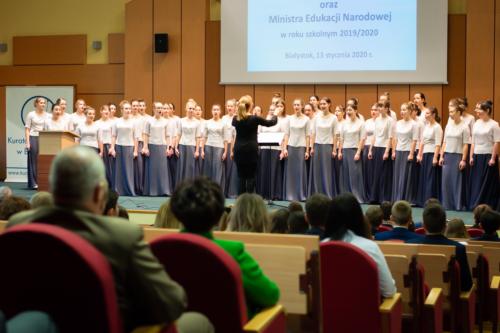 Występ Międzyszkolnego Chóru Żeńskiego przy III Liceum Ogólnokształcącym im. K.K. Baczyńskiego w Białymstoku