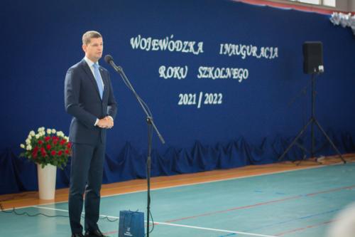 Na zdjęciu widoczny jest przemawiający Wiceminister Ministerstwa Edukacji i Nauki - Dariusz Piontkowski