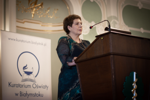Podlaski Kurator Oświaty Beata Pietruszka podczas swojej przemowy na uroczystość dnia nauczyciela 2021.